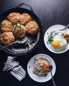 Biscuits & Creamy Mushroom Gravy Breakfast Skillet via @feedfeed on https://thefeedfeed.com/wifemamafoodie/biscuits-creamy-mushroom-gravy-breakfast-skillet
