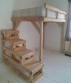Pallet steps and bunk bed