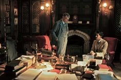 Srinavasa Ramanujan (Dev Patel) è arrivato da Madras (India). Il prof. G.H. Hardy (Jeremy Irons) è pronto a valorizzarne il genio matematico © Eagle Pictures