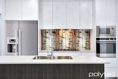 Panels in Bottega Oak Woodmatt. Doors and Drawers in Classic White Matt.