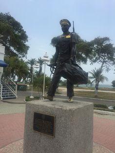 Monumento al Cadete Naval Colombiano. Símbolo de los jóvenes que inician la consagración de sus vidas a la carrera naval. En Escuela Naval Almirante Padilla (ENAP)