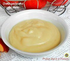 Avete mai assaggiato la crema pasticcera alle mele? E'stata una gradevolissima scoperta quando mi sono trovata fra le mani la ricetta e non mi è parso ver