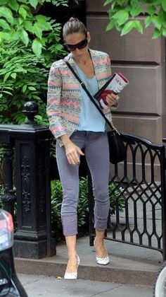 Sarah Jessica Parker pulls off casual-cool in James Jeans Twiggy in Alpine. Click to steal her style!