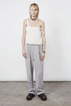 See the complete MM6 Maison Margiela Resort 2016 collection.