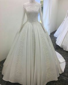 A pretty wedding gown with long sleeves. A pretty wedding gown with long sleeves. Modest Wedding Gowns, Muslim Wedding Dresses, Pretty Wedding Dresses, Backless Wedding, Wedding Dress Sleeves, Elegant Wedding Dress, Bridal Dresses, Different Wedding Dress Styles, Fairytale Dress