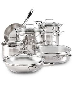 Step up to chef! Emeril Lagasse redefines the way you work in the kitchen with an efficient, stylish and incredibly smart set of professional pieces.