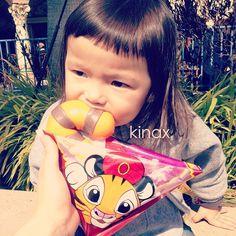 *  She ate the tail of Chandu  *  エビクリームまん!  可愛くておいしー(๑′ڡ‵๑)  *  #親バカ部 #children #kids #ぱっつん - @kinax- #webstagram