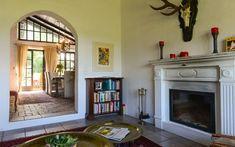 Von der rustikalen #Diele gelangt man in den #Gästebereich mit eigenem #Bad. Home Decor, Decor, Fireplace