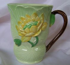 Carlton Ware Water Lily chocolate mug green 1937 Vintage Dishes, Vintage China, Carlton Ware, Chocolate Mugs, Cup And Saucer, Tea Pots, Objects, Art Deco, Lily