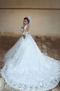 Gorgeous Sheer Lace Ball Gown Wedding Dresses Long Sleeves Hi-lo Tulle Chapel Train Princess Bridal Gowns