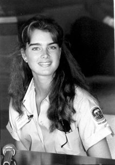 Brooke Shields, Pretty Baby 1978, Brunette Actresses, People Magazine, Famous Faces, Vintage Beauty, Her Hair, Beautiful Women, Hollywood