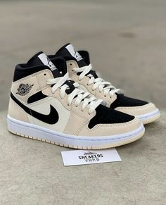 Dr Shoes, Cute Nike Shoes, Swag Shoes, Cute Nikes, Cute Sneakers, Nike Air Shoes, Hype Shoes, Nike Shoes Outfits, Jordan Shoes Girls
