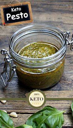 Heute bekommst du mein leckeres Keto Pesto Rezept. Leckere Low Carb Saucen sind selten. Die universale Keto Pesto ist aber definitiv köstlich. Und dazu einfach zum selber machen.