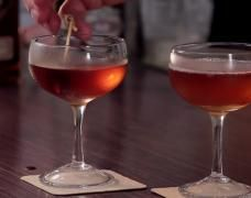 """""""It is rarely wrong to stir a drink, but often wrong to shake it."""" On the most recent episode of """"The Cocktail Spirit"""" on the Small Screen Network, mixology expert and historian Robert Hess explain. Rye Cocktails, Cocktail Recipes, Bartender Drinks, Alcoholic Drinks, Cocktail Mix, Instant Coffee, Cooking Videos, Different Recipes, Mixed Drinks"""