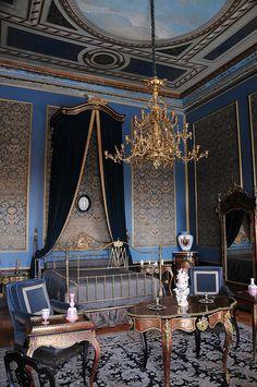 Recámara de la Emperatriz Carlota, en la cual predominan los tapices azules, en el Castillo de Chapultepec Mexico Df.