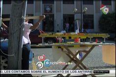 Mujer Se Crucificó Y Encadenó Frente A Palacio De Justicia Pidiendo Se Agilice Su Caso #Video