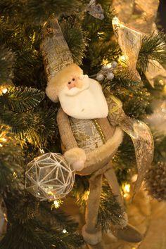 Christmas 2019 : Christmas Catalog 2019 The Home Depot Noel Christmas, Christmas Items, Christmas 2017, Christmas Ornaments, Home Depot, Good Night Flowers, Christmas Cushions, Christmas Catalogs, Christmas Decorations