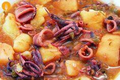Calamares guisados fáciles Hoy os traemos un delicioso guiso de calamares y patatas. una receta muy tradicional en numerosos hogares españoles. Es un plato