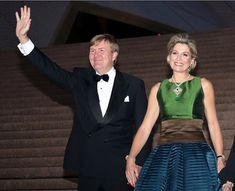 King Willem-Alexander and Queen Maxima pose for a photograph as they arrive to a concert at the Opera House on November 2016 in Sydney, Australia. The Dutch King and Queen are in Australia to. Get premium, high resolution news photos at Getty Images Dutch Queen, Visit Australia, Sydney Australia, Western Australia, Royal King, Royal Beauty, Dutch Royalty, Royal Dresses, Three Daughters