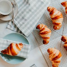 Classic French Croissant: making them from scratch is not difficult at all! French Croissant, Butter Croissant, Croissant Recipe, Daily Health Tips, French Pastries, Health And Wellbeing, Macaroons, Food Porn, Meals