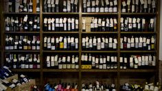 MERKELAPPER: Hver flaske er utstyrt med en håndskrevet merkelapp. Foto: INGUN A. MÆHLUM Shelving, Bookcase, The Unit, Home Decor, Shelves, Decoration Home, Room Decor, Shelving Units, Book Shelves