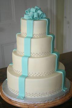 white and tiffany blue cake Follow me on Instagram @ snowwhiteisback