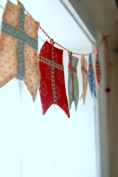flag bunting by emmelines Sewing Crafts, Sewing Projects, Diy Crafts, Sewing Tips, Craft Projects, Craft Ideas, Arts And Crafts, Paper Crafts, Bunting Garland