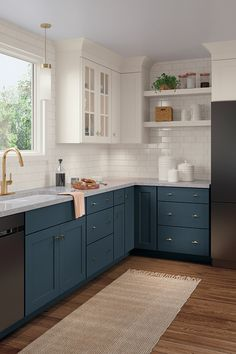 Your dream kitchen awaits you! Here are tips and ideas for kitchen renovation, from ins … - home renovation Kitchen Redo, Kitchen Layout, Home Decor Kitchen, Kitchen Furniture, Kitchen Interior, Home Kitchens, Kitchen Cabinets, Soapstone Kitchen, Kitchen Ideas
