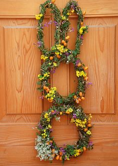 Make an Easter Bunny Wreath | Easy Crafts and Homemade Decorating & Gift Ideas >> http://www.hgtv.com/design/make-and-celebrate/handmade/easter-bunny-wreath-pictures?soc=pinterest