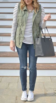 Casual Outfits With Jeans And Converse, Casual Outfits For High School. Casual Outfits With Knee High Boots, The Best Clothes Fashion Designer Estilo Fashion, Look Fashion, Autumn Fashion, Jeans Fashion, Fashion Clothes, Spring Fashion, Fashion Ideas, Outfit Jeans, Army Vest Outfit