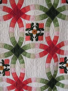 Another wedding ring quilt template free The color combination is very pretty and the appliqué is beautiful