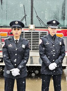 Chicago Fire, Gabriela Dawson and Leslie Shay in dress blues. Lauren German, Hot Actors, Actors & Actresses, Best Tv Shows, Favorite Tv Shows, Monica Raymund, Chicago Fire Department, Chicago Justice, Chicago Shows