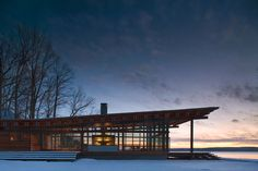 Exterior of the Combs Point Residence by Bohlin Cywinski Jackson at night