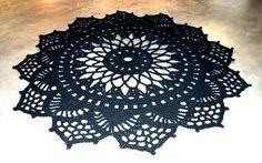 Groot gehaakt vloerkleed voor binnen of buiten / Large crochet carpet rug for indoor or outdoor. €395,00, via Etsy.