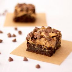 Super easy gluten free & vegetarian chocolate peanut butter brownies. Have to try this.