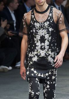 Givenchy S/S 2015 Menswear Gothic Fashion Men, High Fashion, Mens Fashion, Fashion Outfits, Fashion Trends, Mens Crop Top, Givenchy Clothing, Hommes Sexy, Inspiration Mode