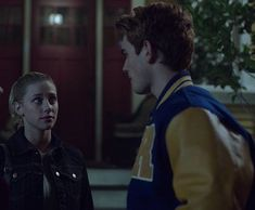 Archie And Betty, Riverdale Funny, Archie Andrews, Lili Reinhart, Archie Comics, Dc Universe, Tv Shows, Feelings, Best Couple