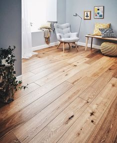 Description:The Woodpecker Harlech Smoked Oak floor is alive with multi-tonal and natural character. With warming colours of timber the Harlech Smoked Oak is perfect for creating a cosy feel in any interior space. Every highlight and shadow Living Room Wood Floor, Living Room Flooring, Bedroom Flooring, Living Room Kitchen, Bedroom Wood Floor, Bedrooms With Wood Floors, Dining Room, Room Deco, Engineered Wood Floors