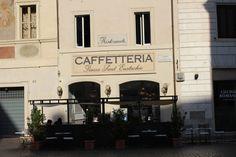 Localizada no Centro Histórico de Roma, a Caffetteria Piazza Sant´Eustachio, é uma cafeteria toda charmosinha, daquelas que você passaria horas desfrutando da calmaria do local. E depois de você já ter rodado todo Centro Histórico de Roma, ela pode ser uma ótima pedida. O atendimento foi excelente!