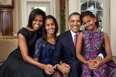 Malia Obama (second from left) poses with her family in the Oval Office: President Barack Obama, First Lady Michelle Obama, and her sister Sasha (right). Malia Obama, Barack Obama Family, Obama President, Obamas Family, Donald Trump, Jimmy Carter, Ronald Reagan, Betty Cooper, Presidente Obama