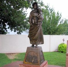 Stories of Mormon Pioneer Women for Talks and Lessons Mormon Pioneers, Pioneer Trek, Living Statue, Fhe Lessons, Sculptures, Lion Sculpture, Pioneer Women, Church History, History Images