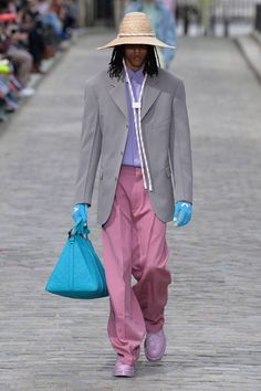 Louis vuitton paris fashion week runway show mens spring summer 2020 virgil abloh héctor bellerín Men Fashion Show, Mens Fashion Suits, Girly, Louis Vuitton, Mens Clothing Styles, Men's Clothing, Paris Fashion, Men's Fashion, Fashion 2020