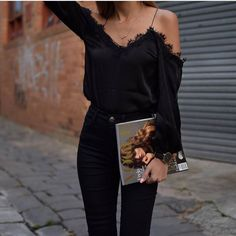 Every fashion week, the fashion lovers must always wait for street style photos of the fashionista who attended the series of fashion shows. From phot...