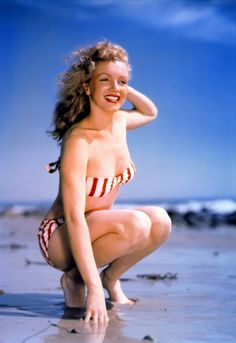 Marilyn Monroe: Iconic image of the Hollywood actress / sex symbol at the beach …. Joven Marilyn Monroe, Fotos Marilyn Monroe, Young Marilyn Monroe, Marylin Monroe, Joe Dimaggio, Gentlemen Prefer Blondes, Rita Hayworth, Brigitte Bardot, The Bikini