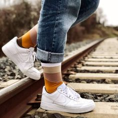 Du style jusque dans les chaussettes avec Sockin !! Sneakers, Shoes, Style, Fashion, Happy Socks, Bobby Socks, Conkers, Plus Size, Tennis