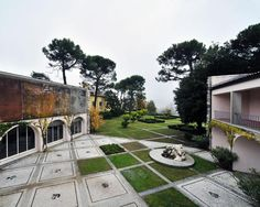 Villa Ottolenghi, Acqui Terme  Bron: http://www.domusweb.it/it/portfolio/2012/10/16/il-divenire-del-paesaggio.html#img_10