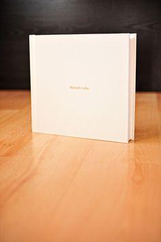 Livro Batizado Álbum Tradicional colagem fotos sofisticado materiais modernos Linho letra dourada Artesanal Album, Bookbinding, Computer Mouse, Nova, Wire, Photo Dream, Scrapbook, Made By Hands, Bridges