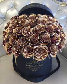 This is one of the coolest flower arrangements I've seen in a long time! Amazing Flowers, My Flower, Beautiful Flowers, Million Roses, Florist Logo, Flower Boutique, Luxury Flowers, Colorful Roses, Rose Wallpaper