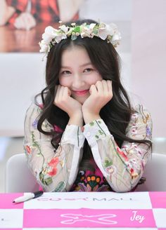 Nancy is most popular and famous artist from Momoland Group. Most popular Nancy Momoland wallpaper. Korean Ootd, Korean Girl, Asian Girl, Beautiful Girl Photo, The Most Beautiful Girl, Beautiful Person, Nancy Jewel Mcdonie, Nancy Momoland, S Girls