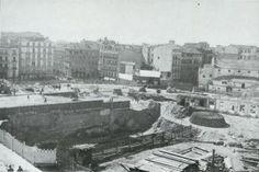 Aspecto de las obras de la plaza del Callao vistas desde la calle del Horno de la Mata, Madrid, 1920.